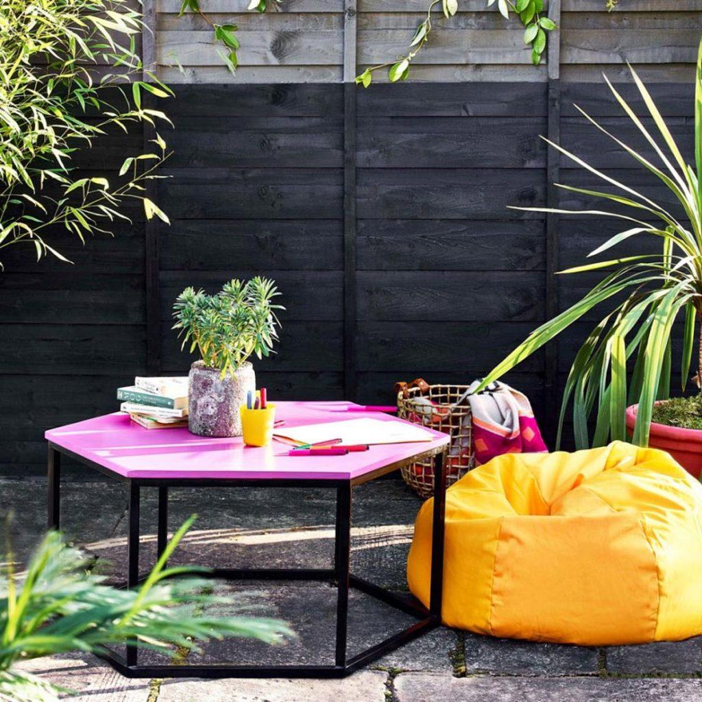 piccolo giardino muro dipinto