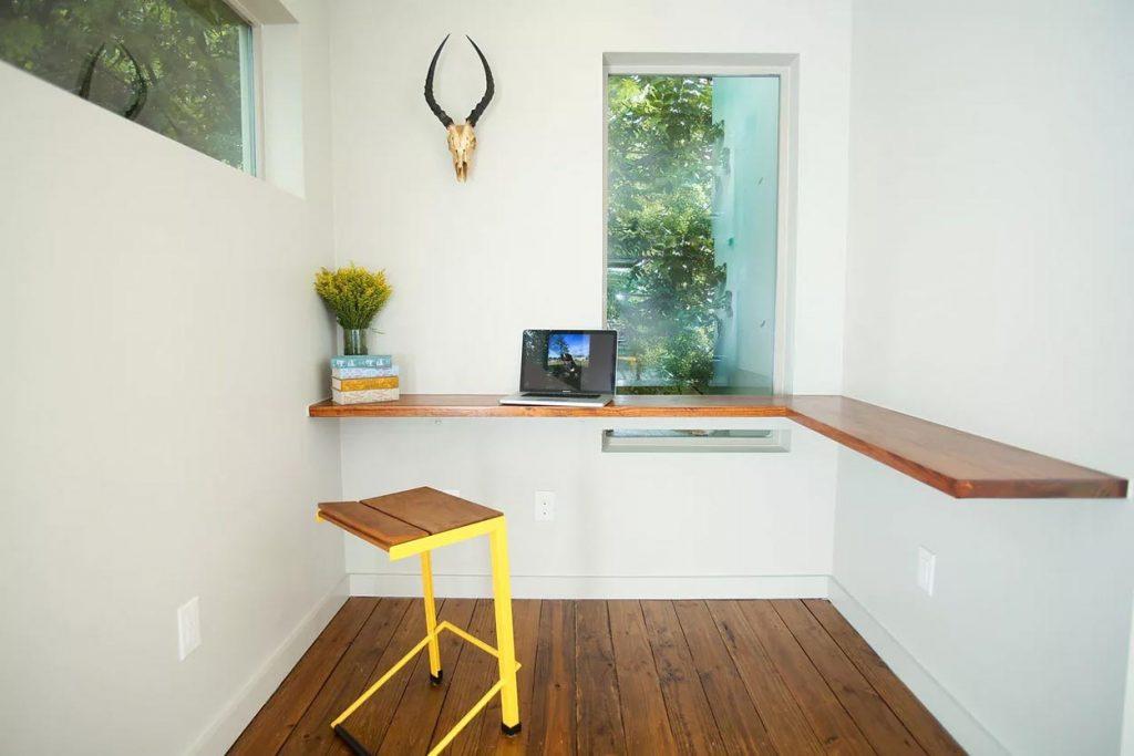 ufficio in casa angolo a L